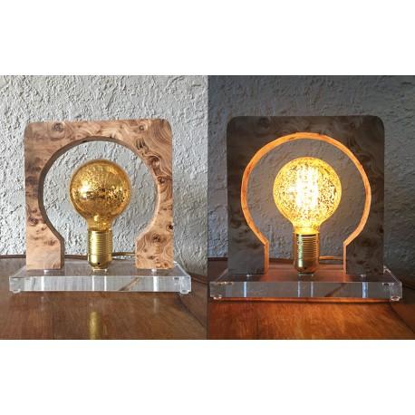UNE LAMPE DE TABLE par AGNES